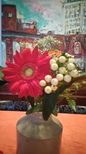 最近お花尽くしで、メルヘン路線に変更したみたいだが、今は冬が開けて花々が本当に綺麗なので、どうしても写真に収めたくなってしまう。今回のは、母の日にハウスメートから送ってもらったもの。自分の娘じゃない子まで祝ってくれるなんて、心遣いが嬉しいよね。