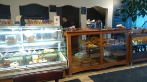 写真は、前々からうわさに聞いて一度行きたいと思っていた、Fous Dessertsの店内。チリ出身だけどほぼケベコワ、という友人と待ち合わせした。とってもヨーロピアンな感じのお店だ。